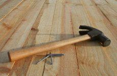 Самостоятельный ремонт пола: определение кривизны покрытия