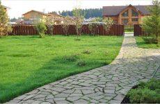 Песок или бетон: из чего делать дачные дорожки?