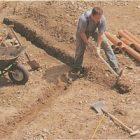 При прокладке канализации учитывайте перепад высоты (уклон)