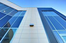 Преимущества и недостатки вентилируемого навесного фасада