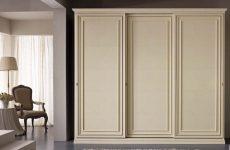 Как выбрать шкаф-купе в классическую гостиную?
