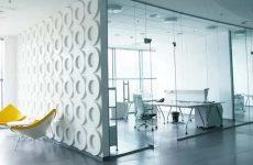 Офисные стеклянные перегородки будущее серых офисов?