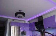 Бесшовные натяжные потолки на кухне