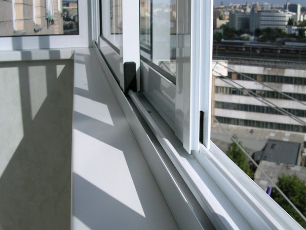 osteklenie-balkonov-alyuminievymi-konstrukciyami
